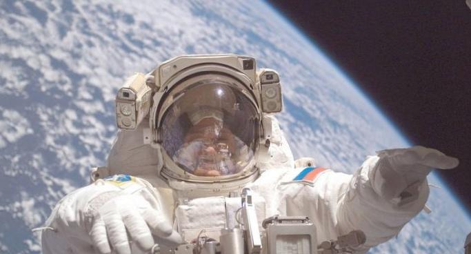 А каких берут в космонавты?