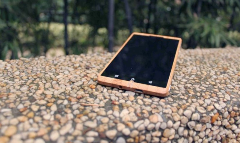 Adzero – бамбуковый смартфон