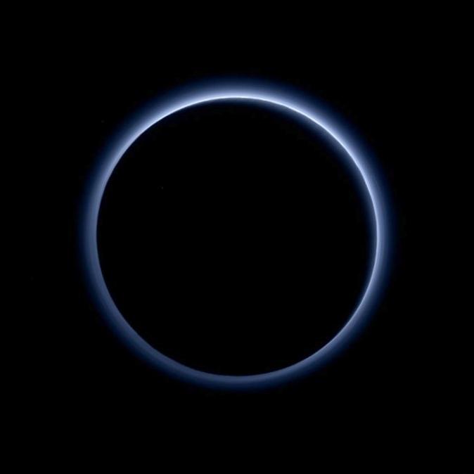 Аппараты nasa обнаружили голубое небо на плутоне и следы озер на марсе