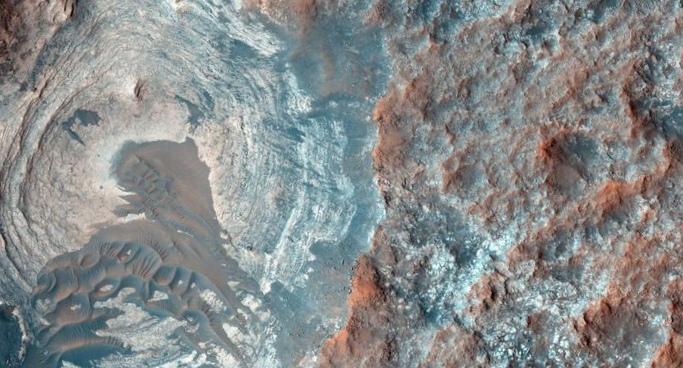 Двойной удар астероидов вызвал мегацунами в древнем марсианском океане
