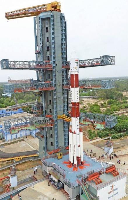 Индийская ракета-носитель вывела на орбиту спутники дзз