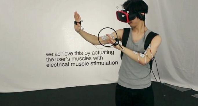 Электростимуляция мышц помогла имитировать стены в виртуальной реальности