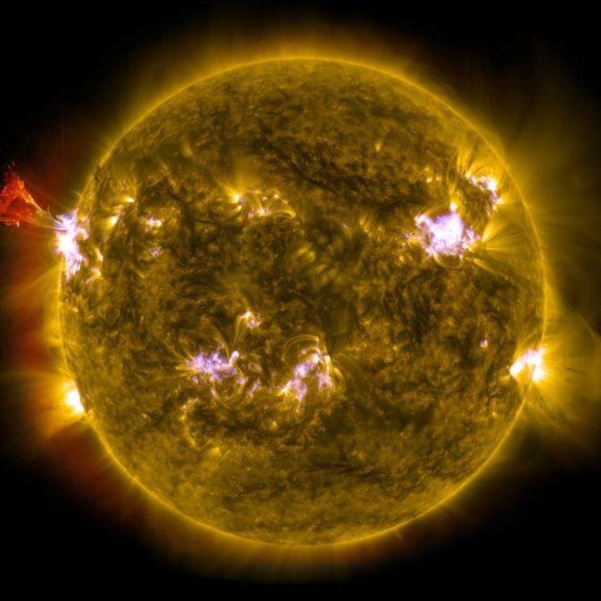 Как выглядят земля илуна извнешней области солнечной системы?