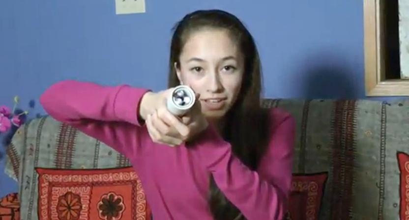 Канадская школьница разработала фонарик, питающийся от тепла руки