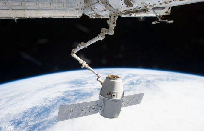 Космический корабль dragon отправится в первый коммерческий полет в октябре
