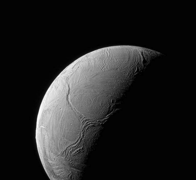 Наса нашло на спутнике сатурна энцеладе условия для возникновения жизни