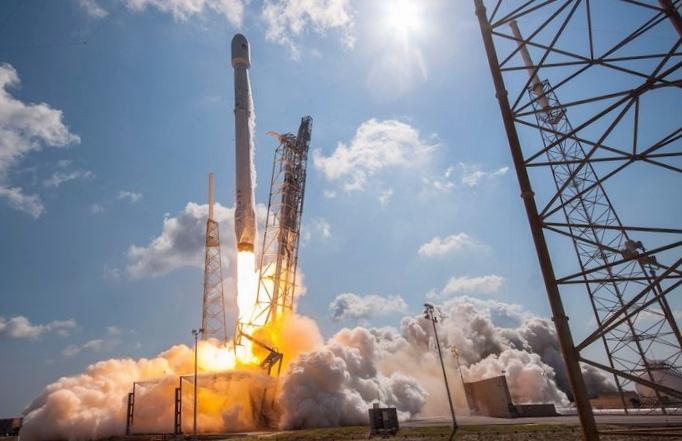 Nasa запустило в космос свой первый коммерческий рейс