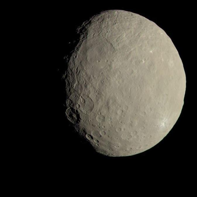 Наса: зонд dawn начал спуск на свою финальную орбиту