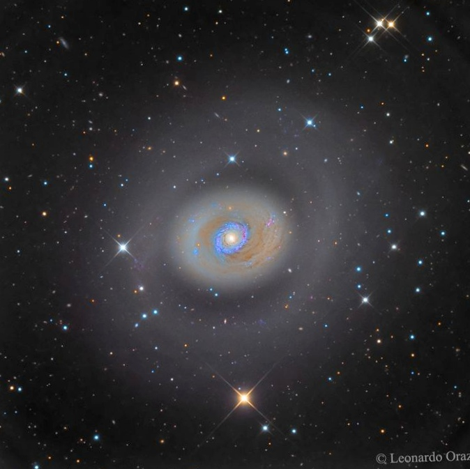 Оси вращения квазаров согласуются дистанционно