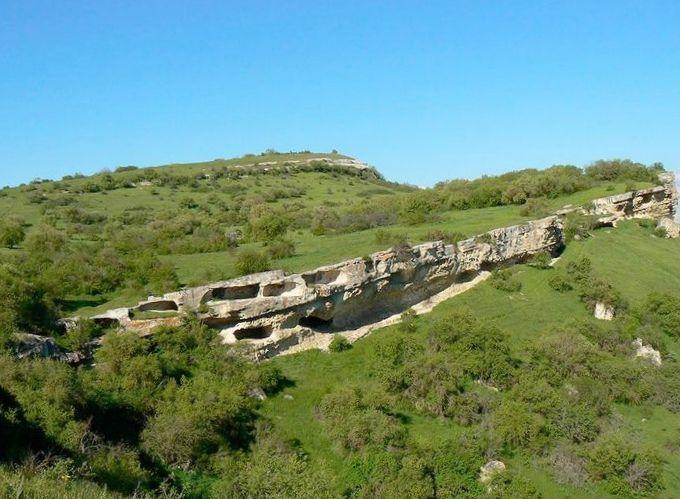 Пещерный город бакла к юго-западу от симферополя. крым