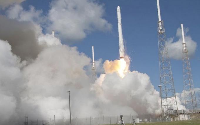 Spacex доставит астронавтов nasa на мкс в 2017 году