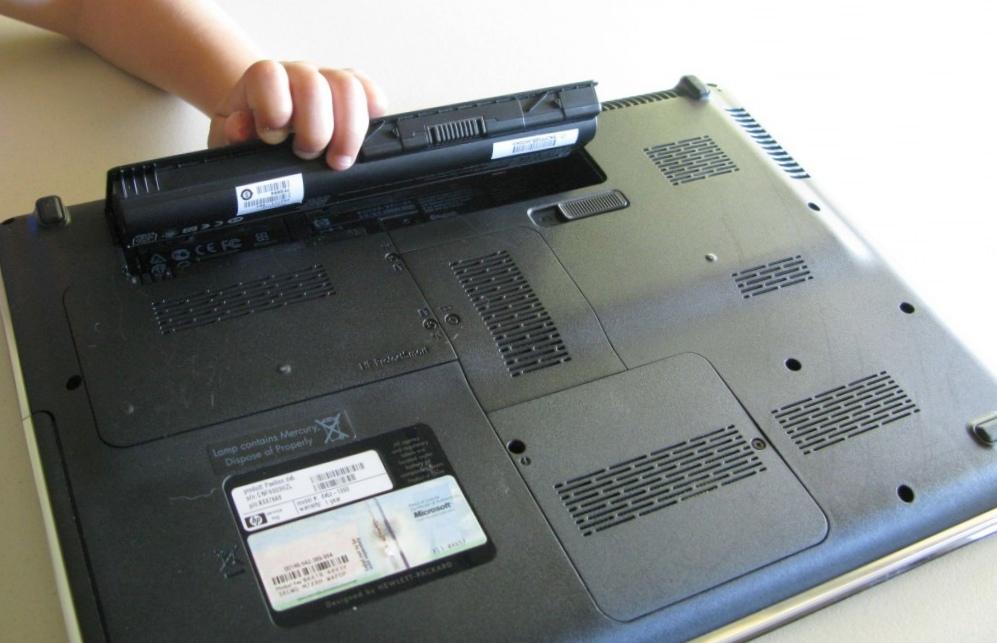 Старые батареи от ноутбука для освещения домов