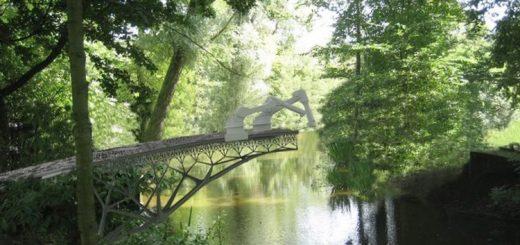 v-amsterdame-napechatajut-most_1.jpg