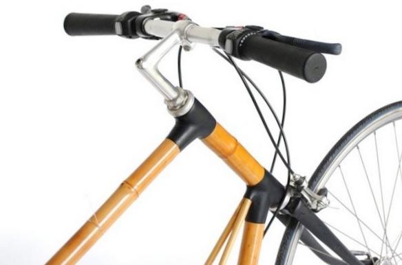 Велосипед из бамбука заряжает портативную электронику