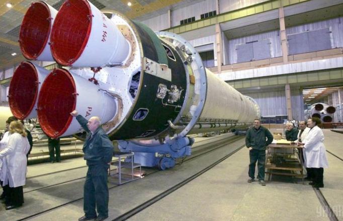 Владимир гройсман: правительство намерено вывести украинские предприятия космической отрасли из кризиса